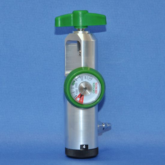 Oxygen flow regulator for small oxygen tank